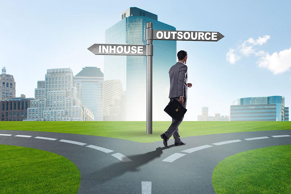 Outsourcing / Bild: AdobeStock / Copyright: Elnur